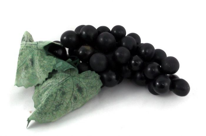 our artificial Grapes in Black